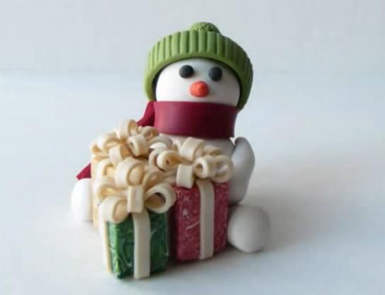 Roztomilý sněhulák z polymerové hmoty