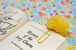 Veselé záložky do knihy - zdroj: Veselé kancelářské sponky - zdroj: RaisingUprubies